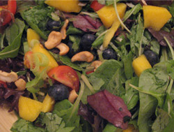 Mango-Blåbær Salat